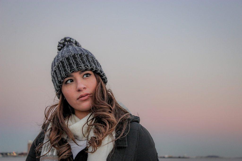 damski szalik jest niezbędny jesienią i zimą