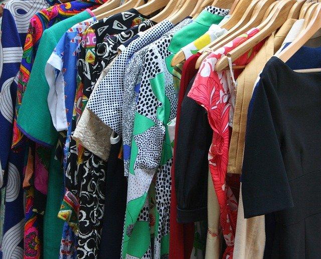 ubrania damskie - zalety sklepów online